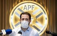 José Montero, delegado del Club Olimpia ante la Asociación Paraguaya de Fútbol (APF) habla con la prensa sobre el regreso del fútbol guaraní.