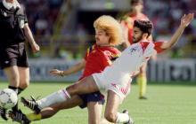 Carlos Valderrama en una acción del juego entre Colombia y Emiratos Árabes.