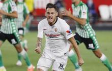 El centrocampista argentino del Sevilla, Lucas Ocampos, celebra el primer gol de su equipo.