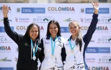 Deportistas celebrando el podio.
