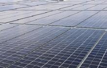 Paneles solares, sistema de energía de fuente no convencional.