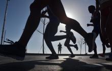 La gente que camina y trota en los parques reanudó sus rutinas deportivas desde hace varias semanas.