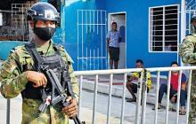 Militares custodian cercos sanitarios en Barranuilla.