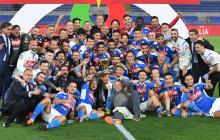 David Ospina aparece entre los jugadores del Nápoles tras coronarse campeones de la Copa de Italia.