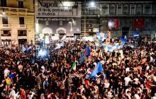 """El alcalde de Nápoles, Luigi di Magistris, respondió a las criticas afirmando que ayer """"ganó el contagio de la felicidad""""."""