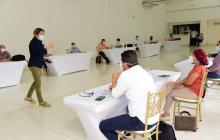 Alma Solano, secretaria de Salud del Atlántico, durante la reunión con las autoridades de Sabanalarga.