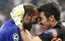 Chiellini celebra junto a Buffón en la Juventus.