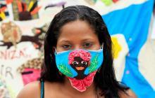 Tejedoras de Mampuján elaboran tapabocas para impulsar economía en pandemia