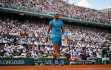 El público de Roland Garros apreciando al español Rafael Nadal.