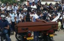 En video | Sepelio con acrobacias en moto en Barrancas, La Guajira