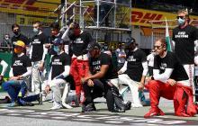 Algunos pilotos, liderados por Lewis Hamilton, se arrodillaron para protestar contra el racismo.