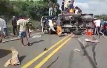 Identifican a 12 personas por saqueo a camión volcado en Arroyo de Piedra