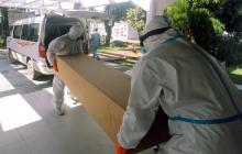 Ataúdes de cartón para enterrar a los más pobres en una ciudad boliviana