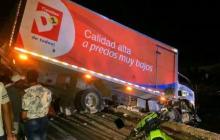Camión de supermercado se sale de la vía en Tasajera
