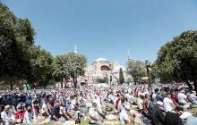 Miles en el primer rezo musulmán en Santa Sofía, una reivindicación nacional