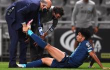 Luis Díaz recibiendo la atención médica en el último partido del Porto.