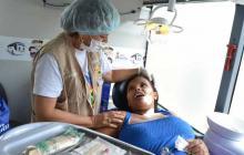Un médico venezolano en una jornada de atención.