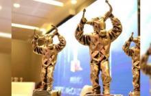 Estatuillas que se entregan a los ganadores de los premios Ernesto McCausland.