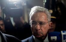 Dictan medida de aseguramiento domiciliaria contra expresidente Uribe.