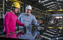 El director operativo de Tecnoglass, Christian Daes, en la planta de la empresa.
