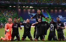 Los jugadores del Lyon celebraron en grupo la clasificación a semifinales de Champions League.