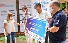 Gobernación beneficia a empresarios  de Sabanalarga con créditos