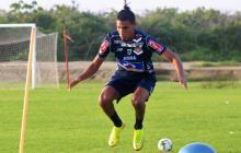 El lateral Gabriel Fuentes en el entrenamiento del Junior ayer en la sede deportiva.