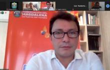 El gobernador del Magdalena, Carlos Caicedo, en el comité electoral virtual sobre los comicios en San Zenón.