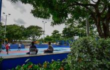 Un grupo de niños realiza actividad física en el remodelado parque del barrio Las Nieves, en el suroriente de Barranquilla.
