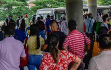 Largas filas se observaron en el Portal de Soledad.
