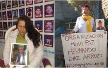 Olga Rojas Castellanos sostiene la foto de su esposo, un sargento desaparecido y Rosario Arroyo, madre de joven desaparecido.