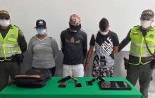 Caen dos hombres y una mujer por hurto en El Prado