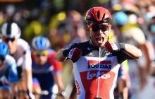 El australiano Caleb Ewan tras cruzar la meta y convertirse en ganador de la tercera etapa del Tour.