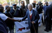 George Bizos dedicó su carrera a la lucha contra el 'apartheid.