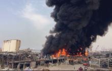 Un mes tras la explosión, un incendio en el puerto estremece de nuevo Beirut