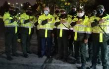 En video | Con chaqueta de policía, Duque visitó CAI vandalizados