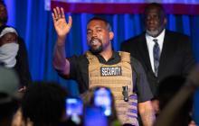 Kanye West orina sobre un Grammy en medio de su disputa con discográficas