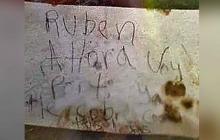 Nota encontrada por las autoridades en el lugar del crimen.