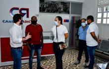 Samir Radi conversa con otros integrantes del Partido Cambio Radical.