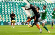 El remate con el cual el colombiano Alfredo Morelos anotó su nuevo gol en la Liga de Escocia.