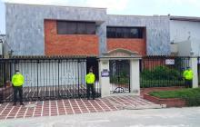 Autoridades embargan bienes e inmuebles de banda 'los Dealers'