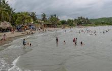 Un grupo de bañistas en las playas de Santa Verónica en el Atlántico.