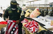 Policía decomisa dos mil camisetas 'chimbas' de Junior