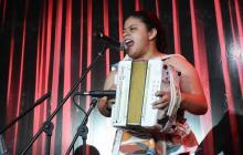 Aún con el dolor vivo por la pérdida de su madre, Nataly Patiño interpretó dos temas durante su presentación de este viernes.