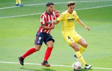 Luis Suárez tratando de superar la marca del Villarreal.