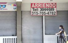 Esteras abajo y carteles de arriendo, un panorama cada vez más común entre los pequeños negocios.