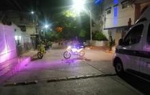 En vídeo | Lanzan explosivo a patrulla de la Policía en el barrio Lucero