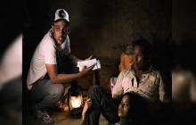 El director David David con los protagonistas del filme Nelson Camayo y Daylin Vega.