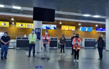Viajeros infectados de Covid siguen abordando vuelos y llegando a Colombia