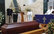 La ceremonia privada se llevó a cabo en el Cementerio de Floridablanca.